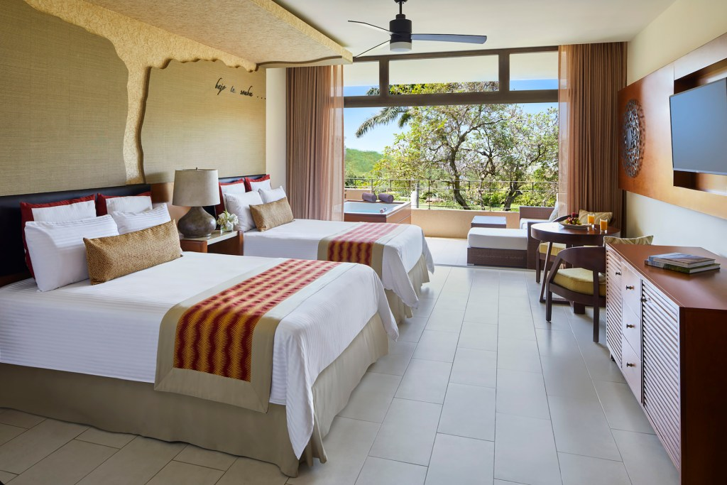 Preferred_Club_Junior_Suite_Tropical_View_Double