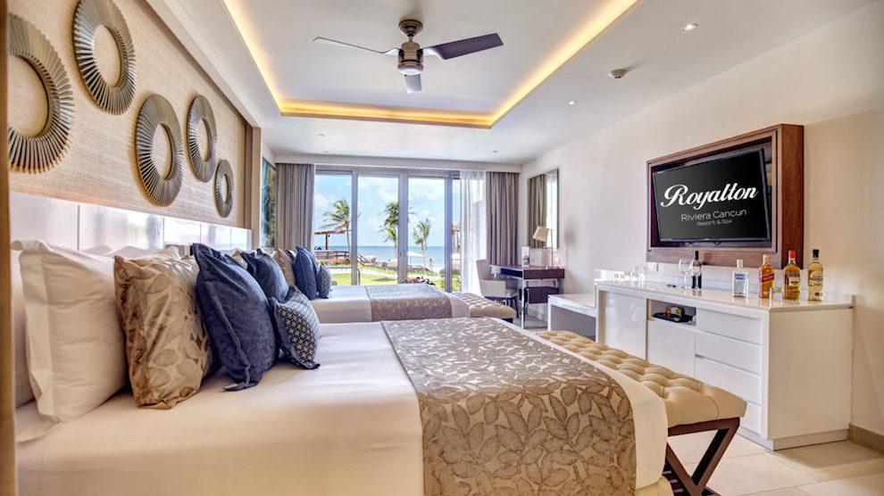 RRC-Luxury-Chairman-Suite_Swimout-7