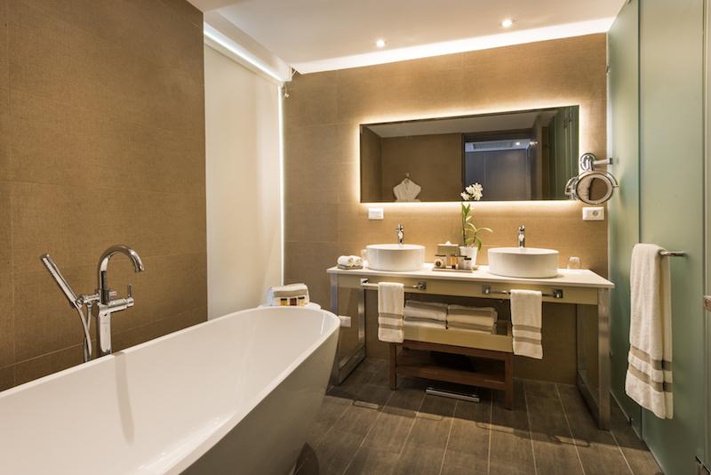 Swank Suite bath_NRPC2-800px