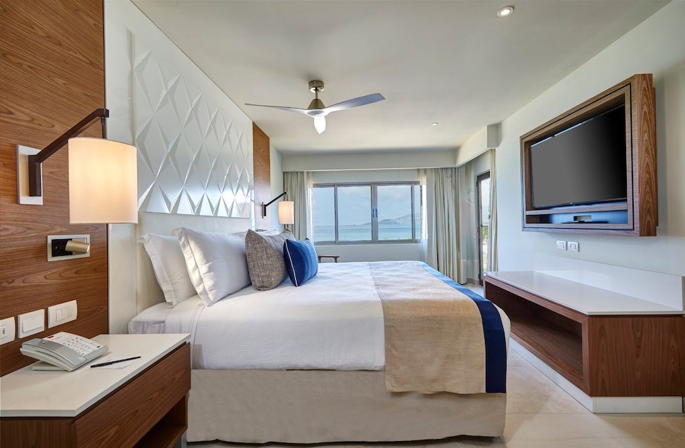royalton_luxury_suite_ocean_view_lr_0820200501174008500