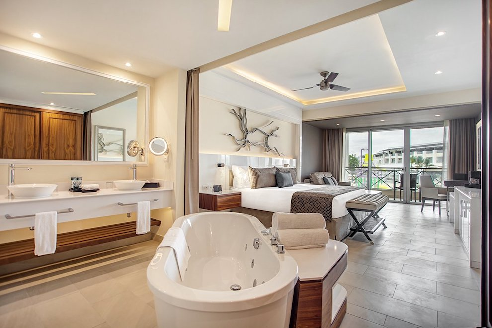 royalton_negril_luxury_junior_suite_ocean_view_diamond_club_(1)