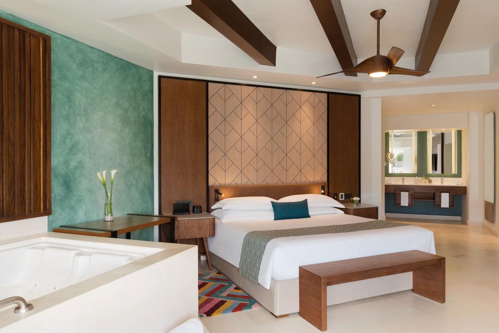 CZMPC_One_Bedroom_Suite_King_Room_1