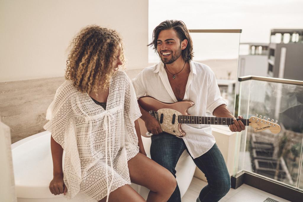 HRHLosCabos_Lifestyle_Guitar
