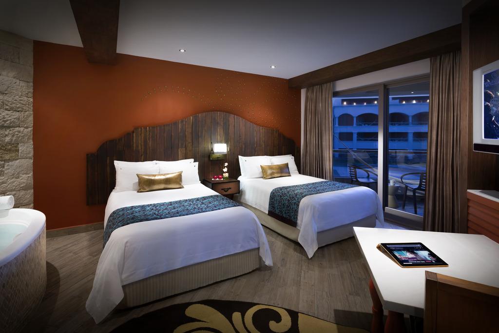 Hacienda Deluxe Gold Double Beds