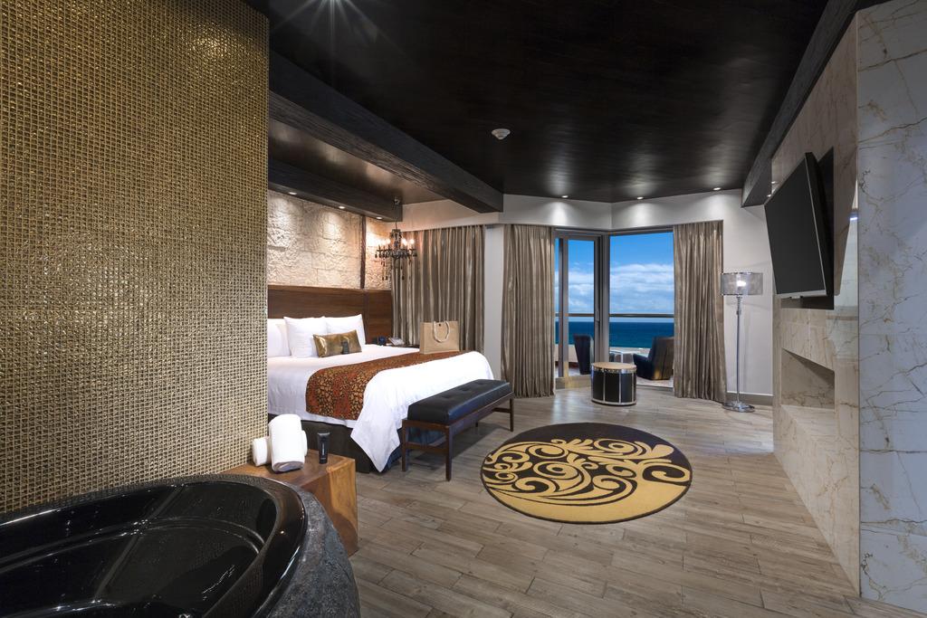 Hacienda Rock Star Suite