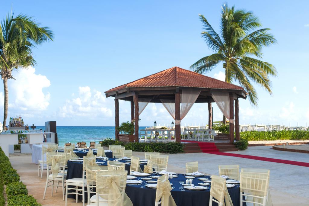 Hilton-Playa-Del-Carmen-Wedding-Gazebo