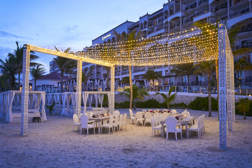 Hyatt-Zilara-Cancun-Beach-Reception-Evening
