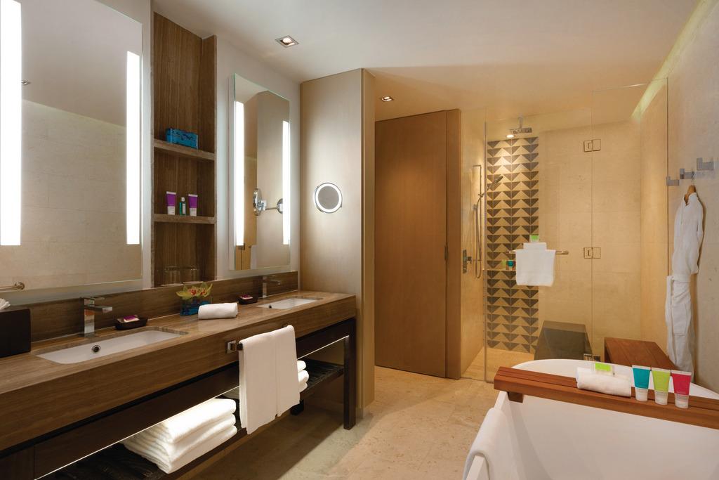 Hyatt-Zilara-Rose-Hall-Junior-Suite-Bathroom