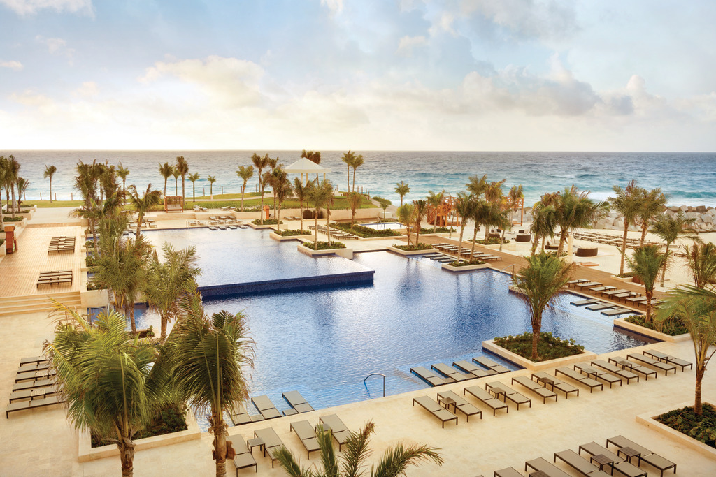 Hyatt-Ziva-Cancun-Club-Pool-3