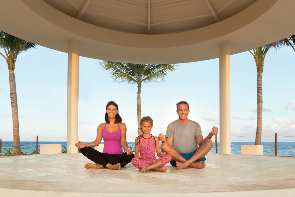 Hyatt-Ziva-Cancun-Family-Doing-Yoga-2