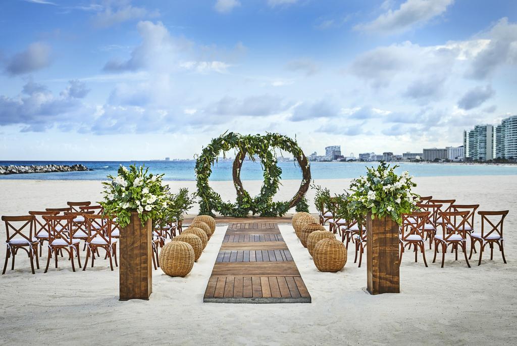 Hyatt-Ziva-Cancun-Sahara-beach Wedding
