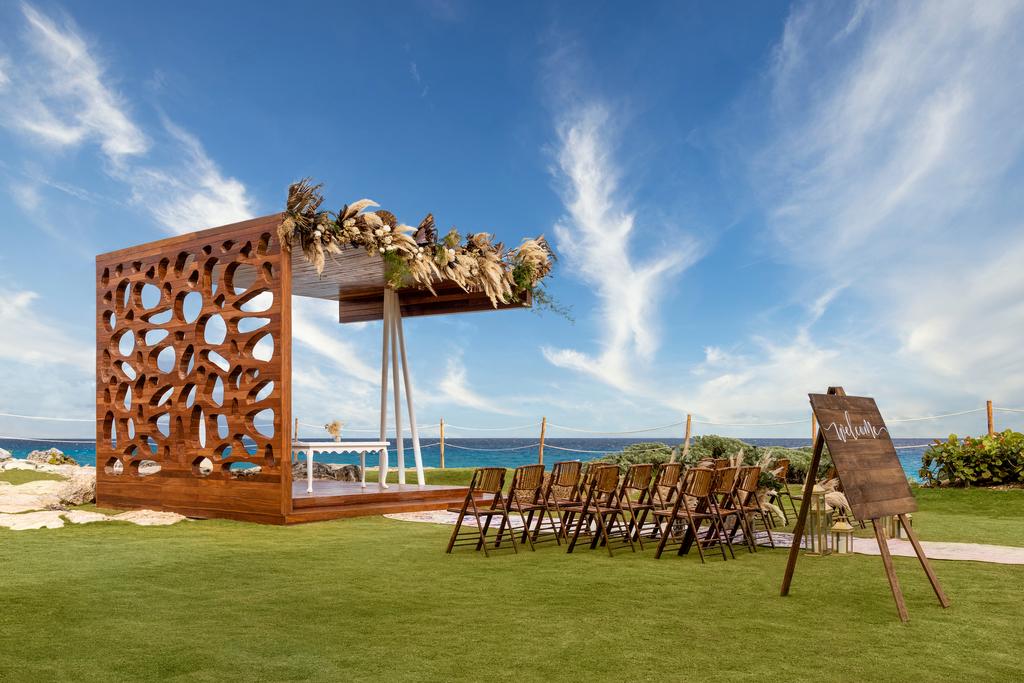 Hyatt-Ziva-Cancun-Wedding-Lighthouse-Gazebo-3