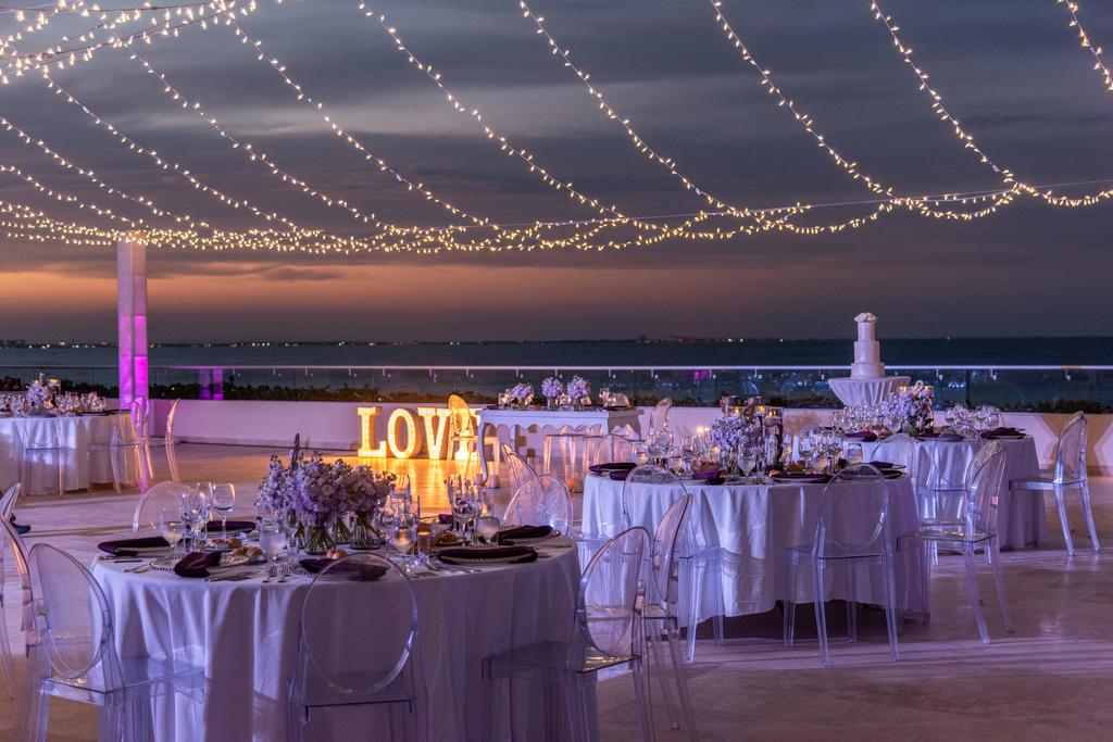 Hyatt-Ziva-Cancun-Weddings-Roof-Terrace-Night-Shot-1