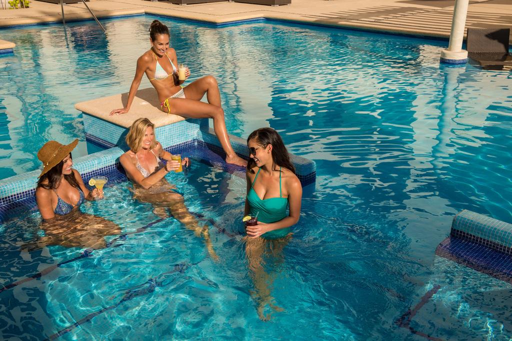 Hyatt-Ziva-Los-Cabos-Adult-Pool-Girls