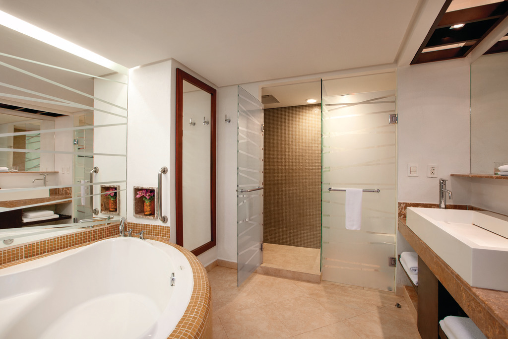 Hyatt-Ziva-Puerto-Vallarta-Club-Ocean-View-Suite-King-Bathroom
