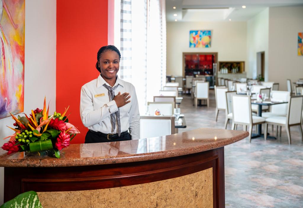 Jewel-Grande-Montego-Bay-Le-Bouchon-Restaurant-Service.