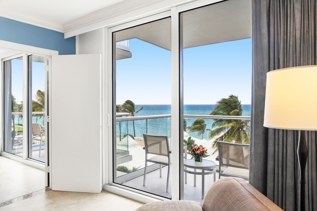 MBJRHHF_Oceanfront_Caribbean_Suite_Bedroom_Balcony