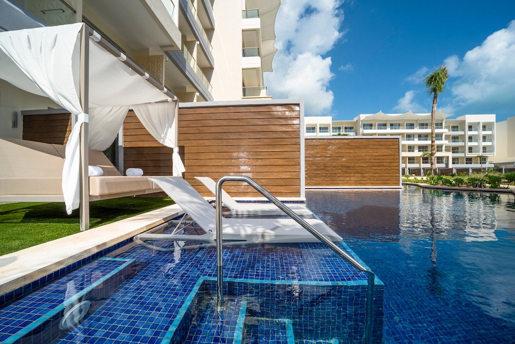 Planet_hollwood_cancun-JS_swimout_room-10