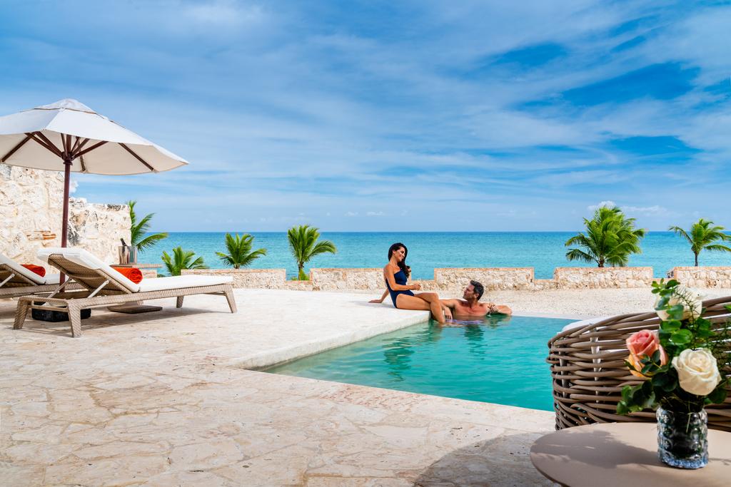 Sanctuary-Cap-Cana-Honeymoon-Suite-Private-Pool-couple123