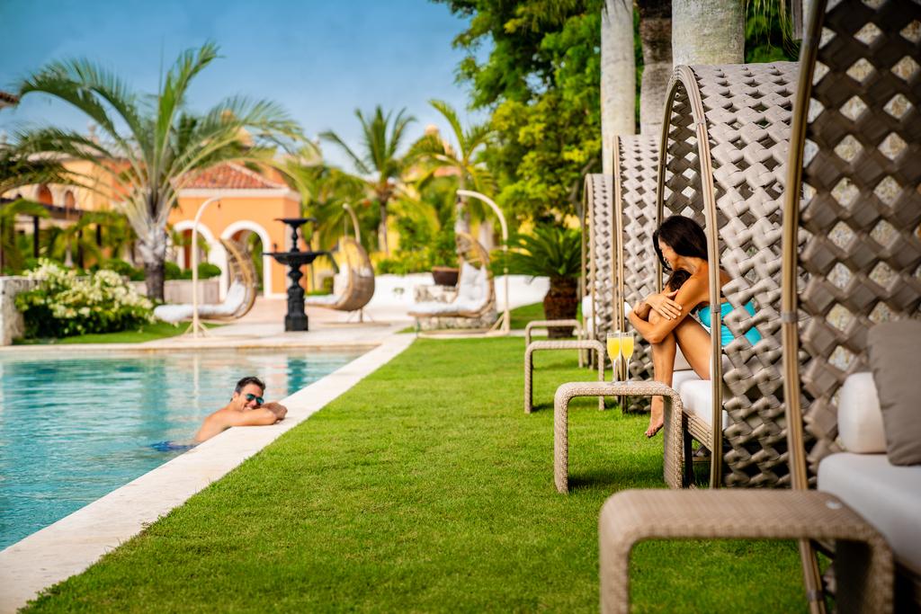 Sanctuary-Cap-Cana-Infinity-Pool-Lounge-Chair-Couple-2
