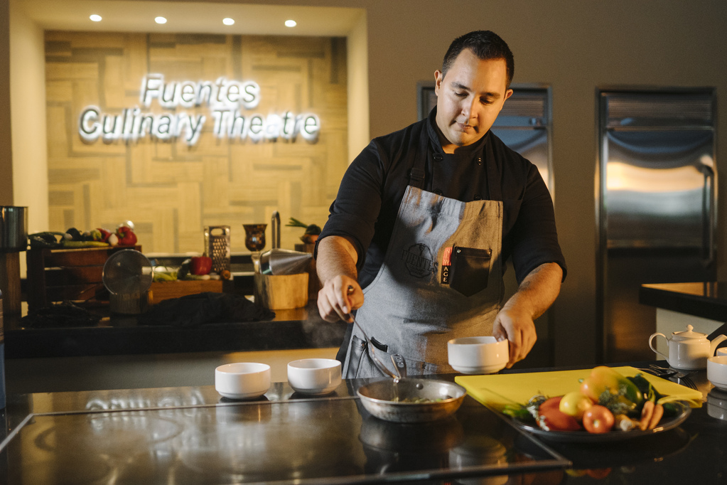 Fuentes Culinary Theater Lifestyle-DR-CHEF-LIFE