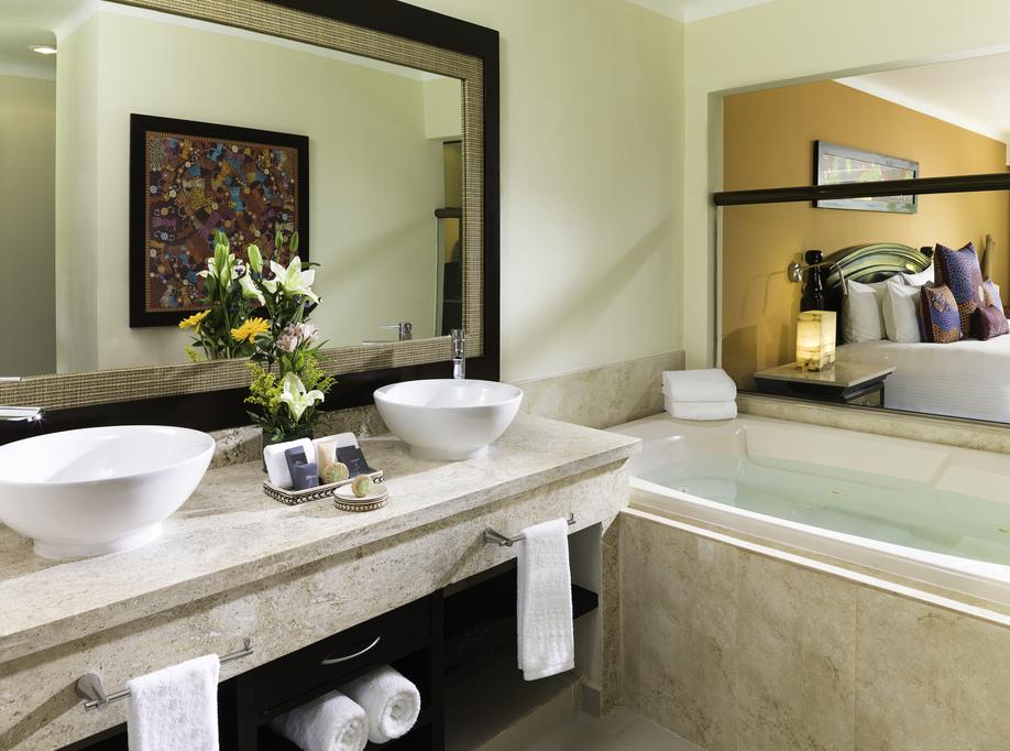El Dorado Royale – Luxury-Jacuzzi-Junior-Suite-611-Restroom
