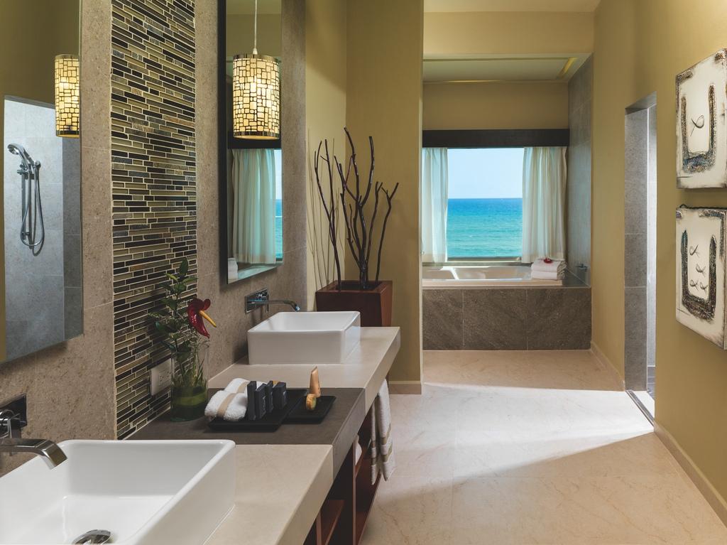 GRRM-Oceanfront-3-Bedroom-Jacuzzi-Suite-19591-Restroom