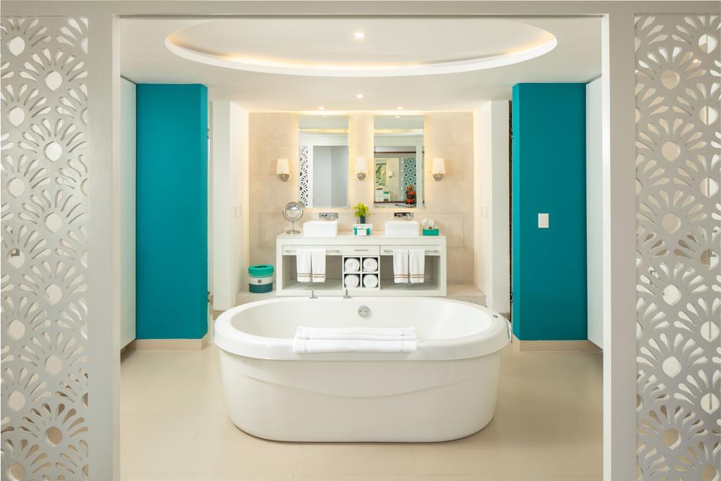 IRRC-Royal-Paradise-Suite-Bath