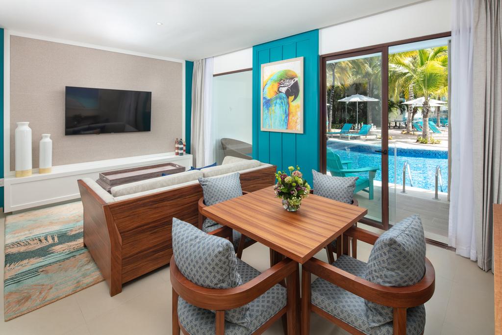 IRRC-Swim-Up-Paradise-Suite-1