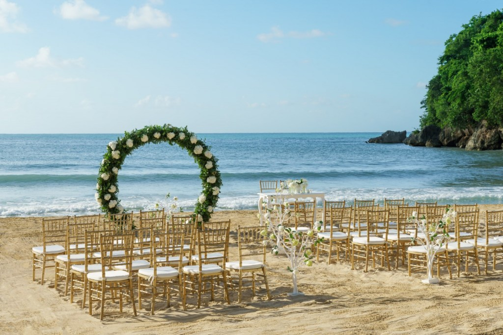 css-private-sunset-beach-ceremony-5e583b9667a58-1500×1000