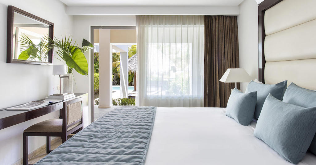 12270ParadisusPalmaRealTHR-One_Bedroom_Master_Suite_SwimUp_King-2
