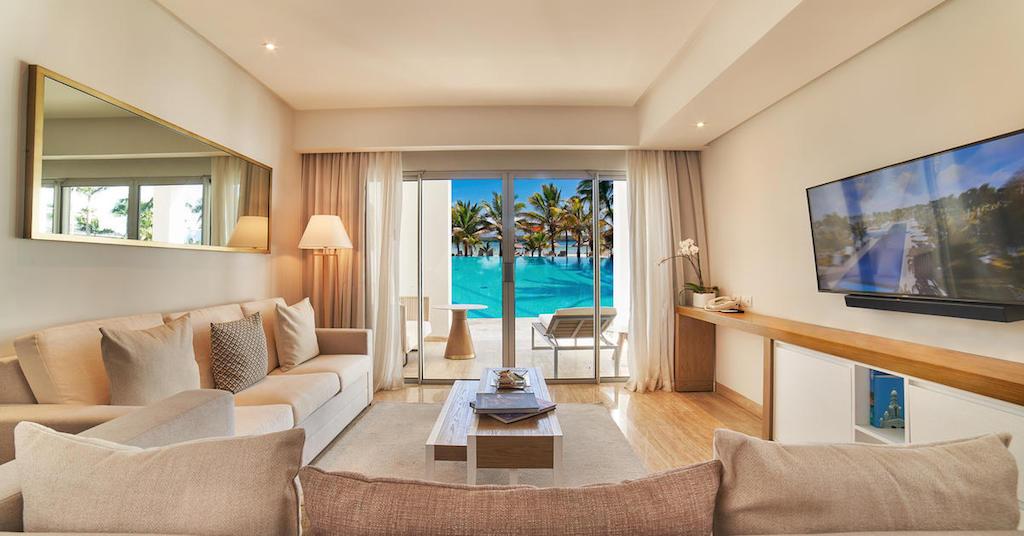 1557TheGrandReserve-One_Bed_Room_Master_Suite_SwimUp_livingroom_(1)
