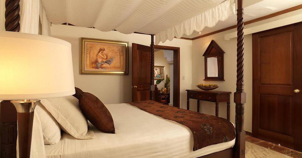 18PPuntaCana-RoyalService_Ambassador_Suite_Room