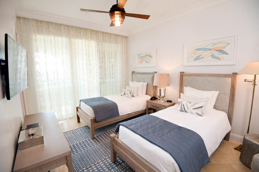 33-seven-stars-accommodations-oceanfront-grand-salon-2-5c8a995e285e6
