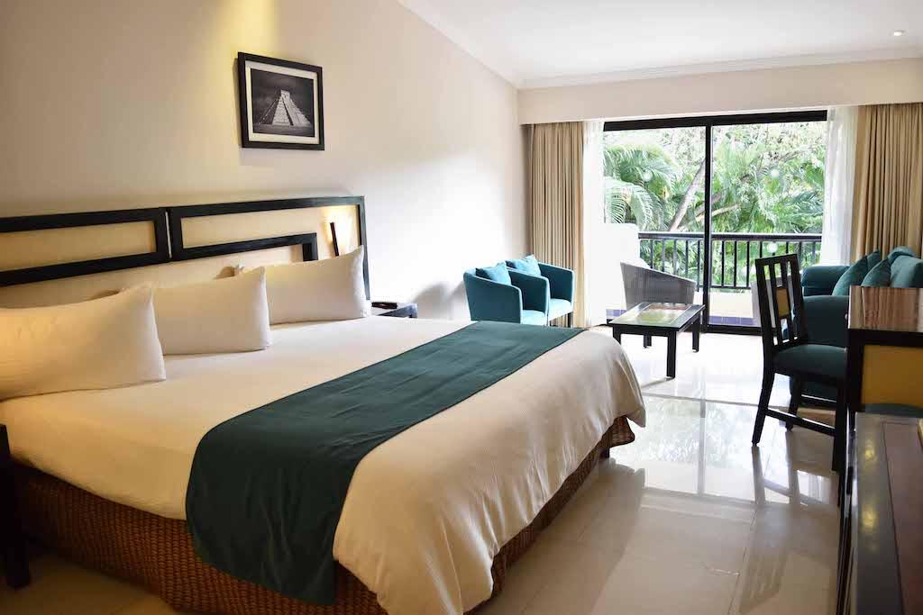 Main_Sandos_Playacar_Room_Hacienda_JrSuite_06_0