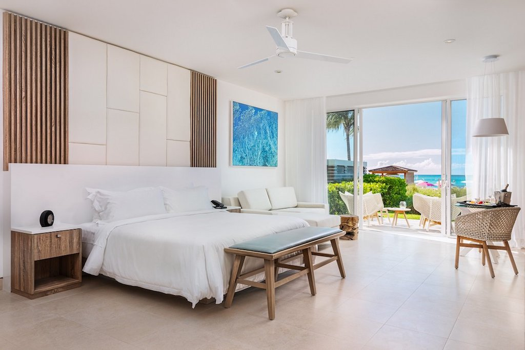 77-new_grand_deluxe_oceanfront_studio_bedroom_living