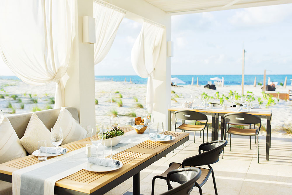 Dining-OutsidePatio-ByTheBeach