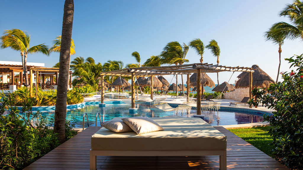 MM-EX-swim-up-suites-cancun-playa-mujeres