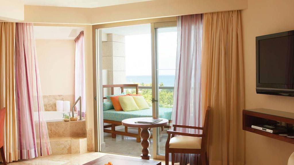 OO-EX-luxury-junior-suite-ocean-view-cancun