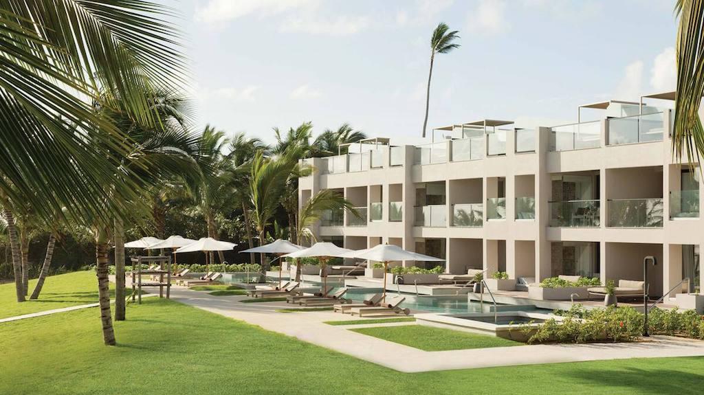 EX_EC-ECLUB-Honeymoon-beachfront-excellence-el-carmen-dominican-republic-luxury-resort-adults-only