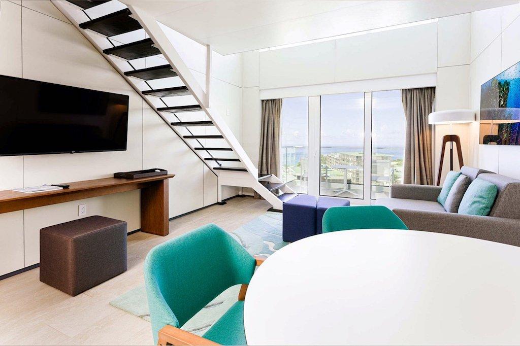 SONESTA-MAHO-oft_suite_living_area2