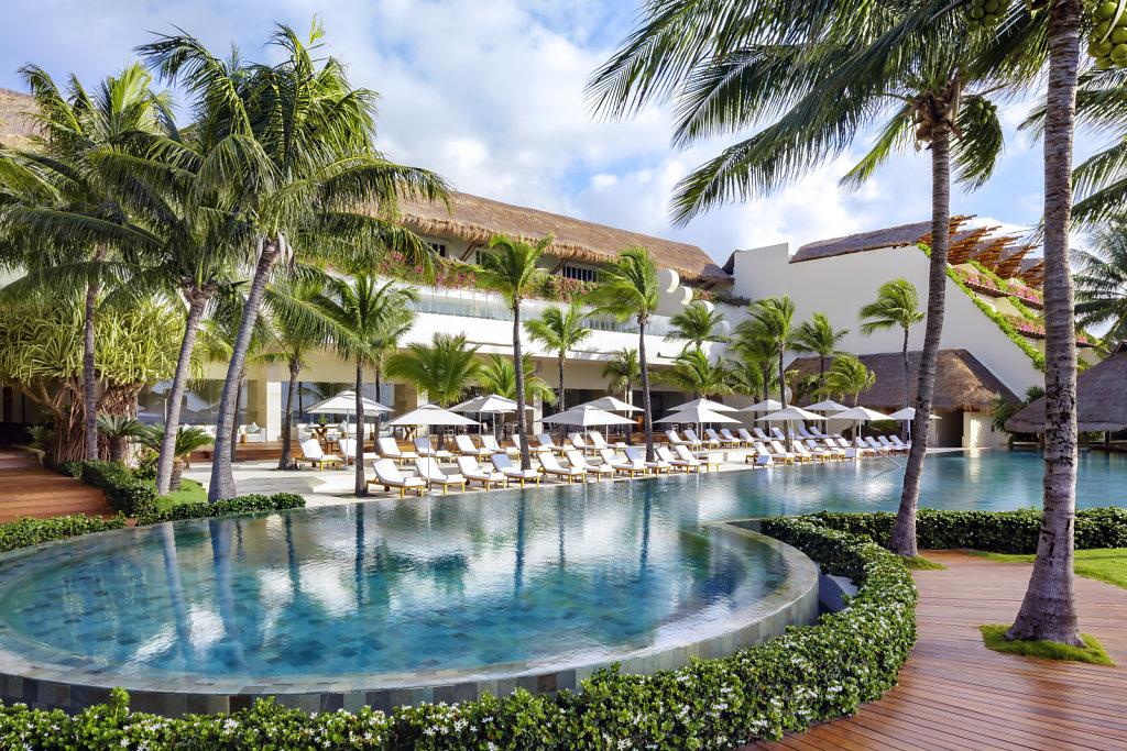 Grand-Velas-Riviera-Maya28-grandclass-pool,large.1582830678