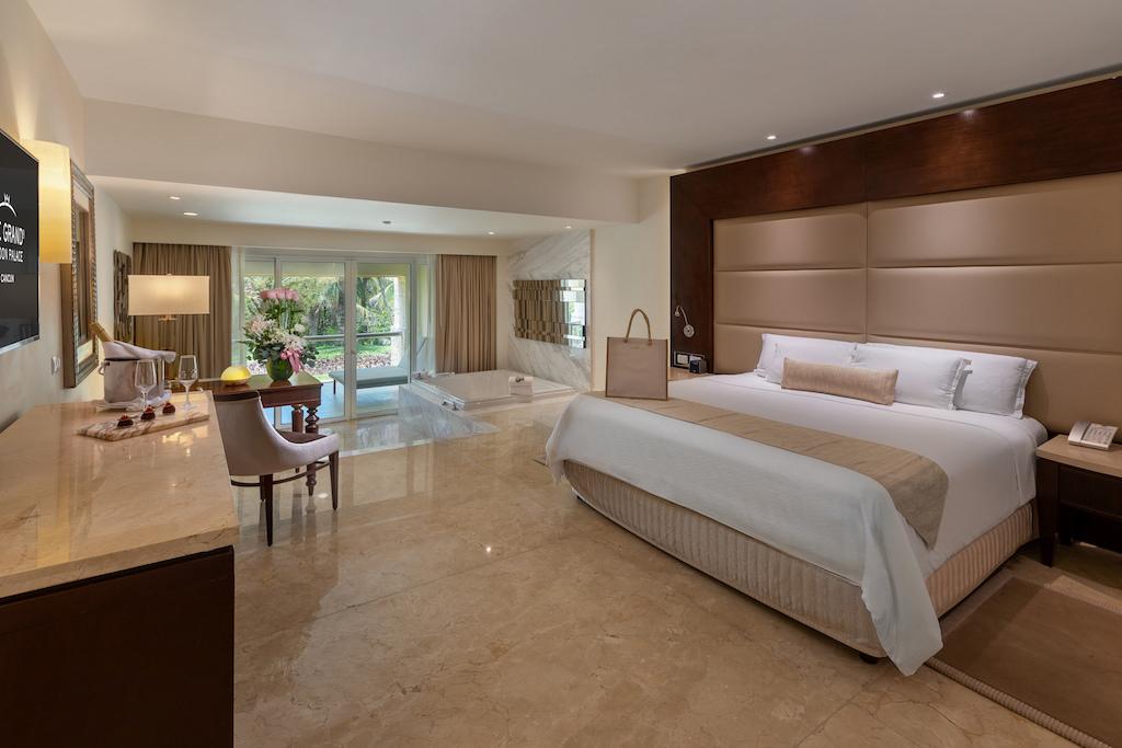 Grand Honeymoon Suite 1