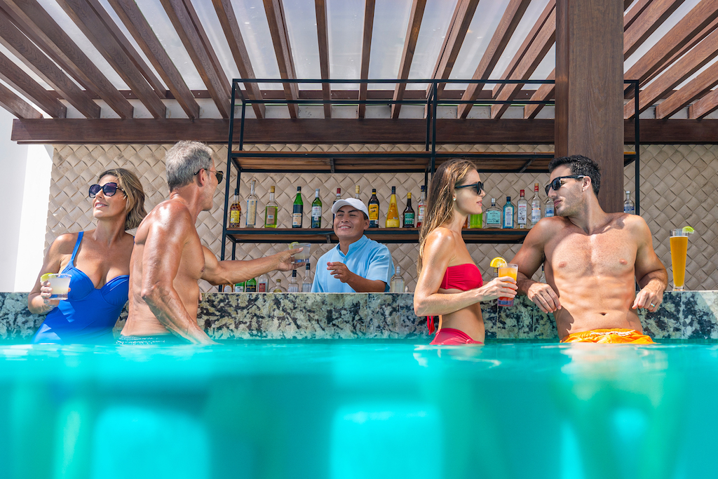 sp_Pool_Bar_Couples_2