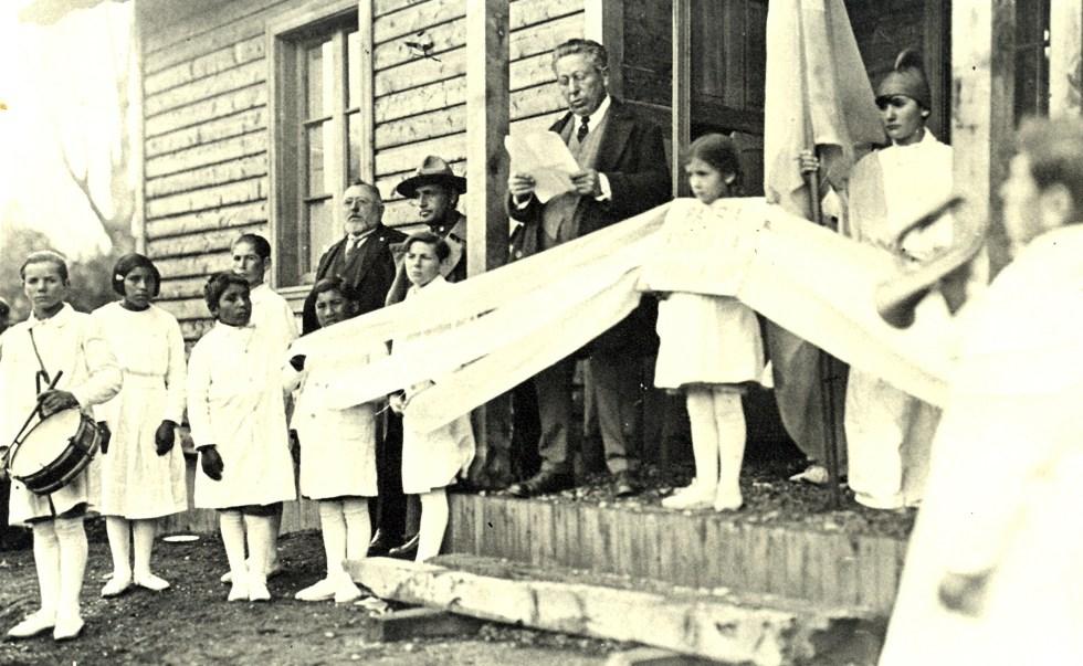 1932-don-emilio-e-frey-piedra-fundamenta-pueblo-nuevo-gral-agustin-p-justo-villa-la-angostura-s-p-a-y-m-a