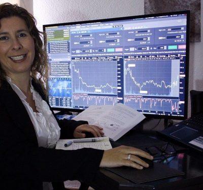 isabel-nogales-en-su-trading-desk-