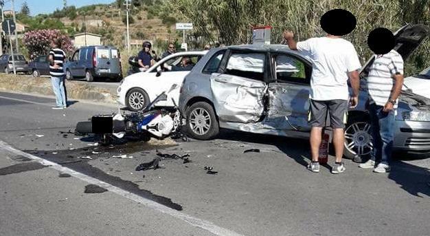 Cefalù, moto contro auto sulla statale 113: un morto e due feriti