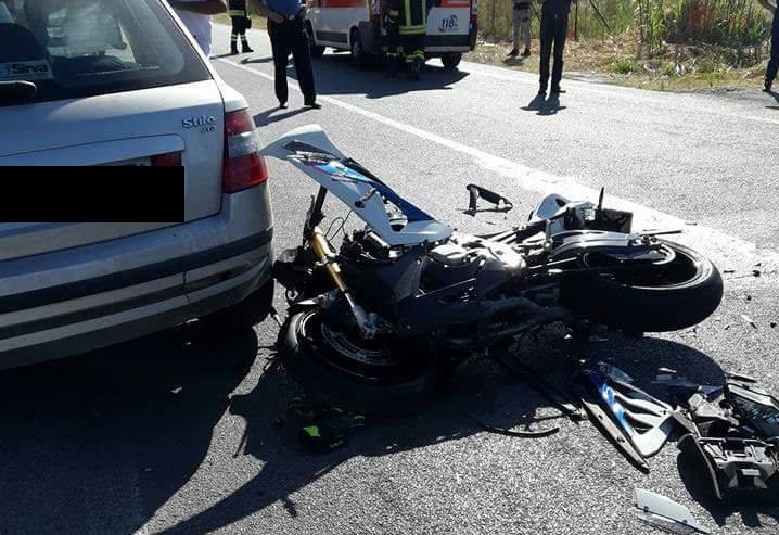 Cefalù, scontro sulla statale tra auto e moto: 31enne in prognosi riservata