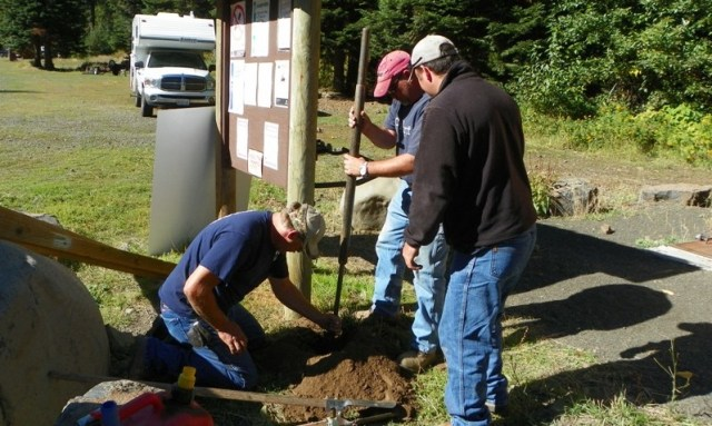 Photos: National Public Lands Day Volunteer Work in Yakima County 5
