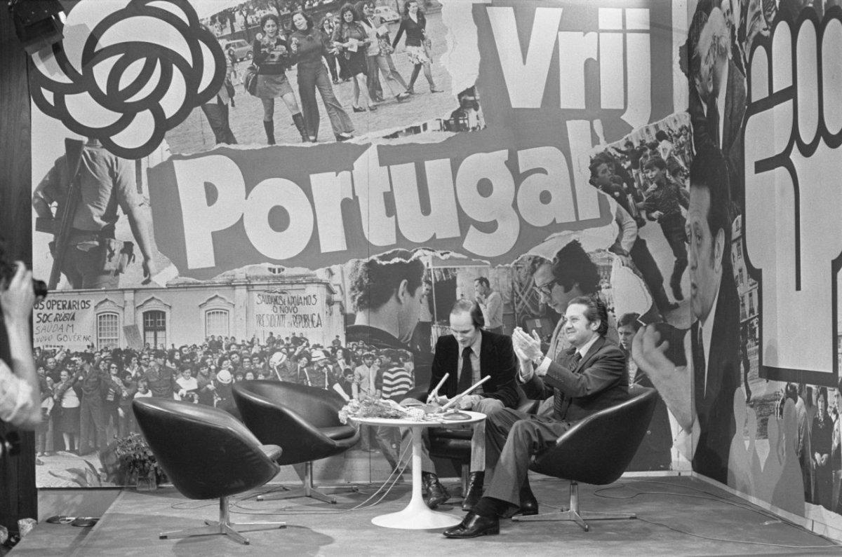 """A """"traição"""" de Soares e outros mitos sobre a descolonização portuguesa"""
